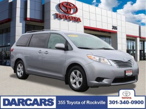 Pre-Owned 2017 Toyota Sienna LE FWD Mini-van, Passenger 4 door